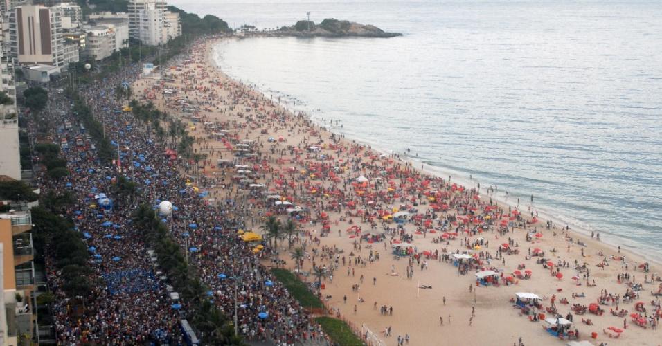 Vista aérea da Praia de Ipanema na terça de Carnaval (21/02/2012)