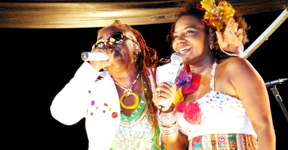 As cantoras Margareth Menezes e Sandra de Sá se apresentaram na terça-feira (21/2/12) no circuito Barra-Ondina, em Salvador
