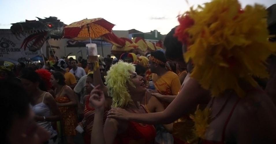 """Bloco """"Eu Acho é Pouco"""" diverte foliões nas ladeiras de Olinda em Pernambuco (21/2/12)"""