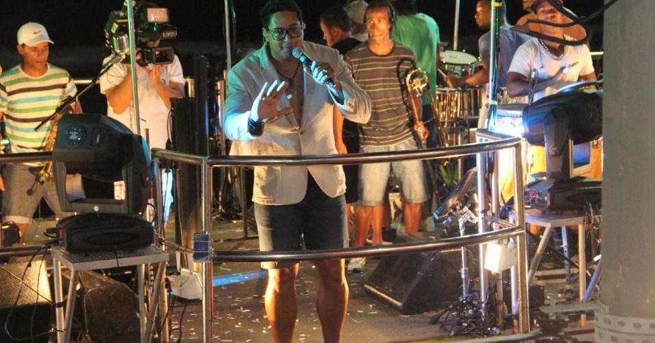Com o cantor Xanddy à frente, o Harmonia do Samba se apresentou no Circuito Barra-Ondina em Salvador na terça-feira (21/2/12).