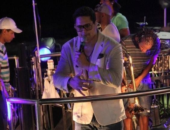 Com Xanddy à frente, o Harmonia do Samba se apresentou no Circuito Barra-Ondina em Salvador na terça-feira (21/2/12). O show contou com a presença da mulher do cantor, Carla Perez, que assistiu do palco