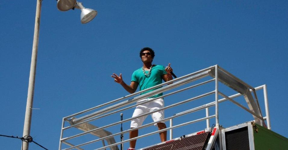 Denny do Timbalada participa do arrastão, último dia de Carnaval em Salvador, Bahia (22/2/12)