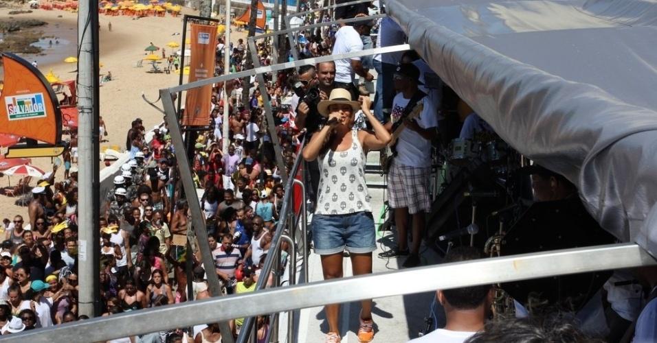 Ivete Sangalo agita foliões no último dia de Carnaval em Salvador, Bahia (22/2/12)