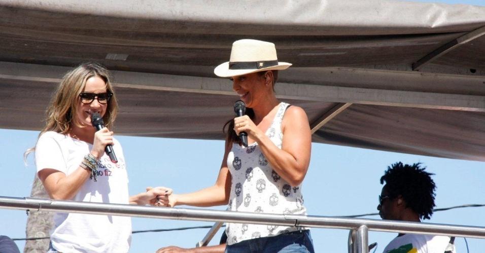 """Ivete Sangalo e Claudia Leitte cantam juntas e agitam foliões no """"arrastão"""", último dia de Carnaval em Salvador, Bahia (22/2/12)"""