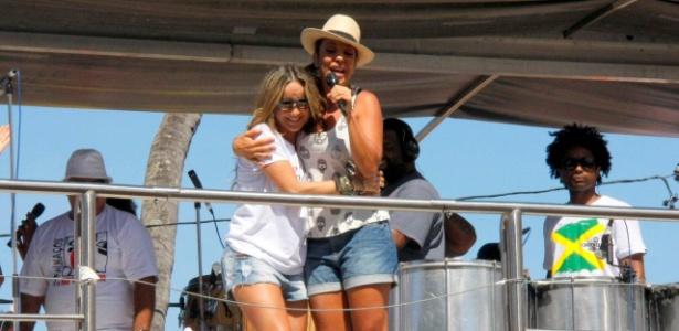 Ivete Sangalo e Claudia Leitte cantam juntas e agitam foliões no último dia de Carnaval em Salvador, Bahia (22/2/12)