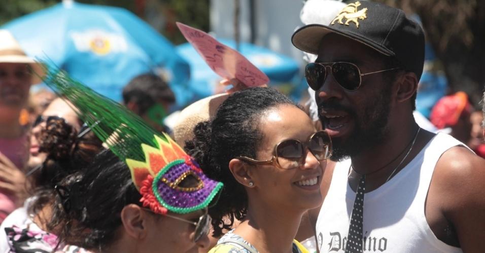 Lázaro Ramos e Taís Araújo curtem o bloco Me Beija que Eu Sou Cineasta, na Gávea, no Rio de Janeiro (22/2/12)