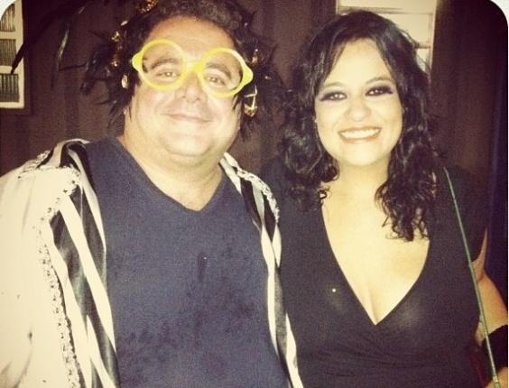 Léo Jaime e Tulipa Ruiz momentos antes de fazerem apresentação na São Clemente (21/2/12)