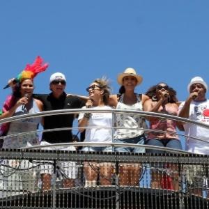 Carlinhos Brown, Claudia Leitte, Ivete Sangalo agitam foliões no