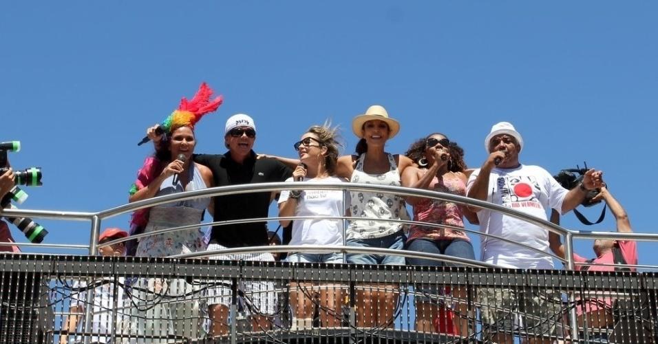 Margareth Menezes, Ivete Sangalo, Claudia Leitte, entre outros cantam juntas e agitam foliões no último dia de Carnaval em Salvador, Bahia (22/2/12)