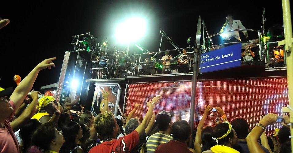 No bloco Meu e Seu, o Harmonia do Samba agitou o largo do Farol da Barra (21/2/12)