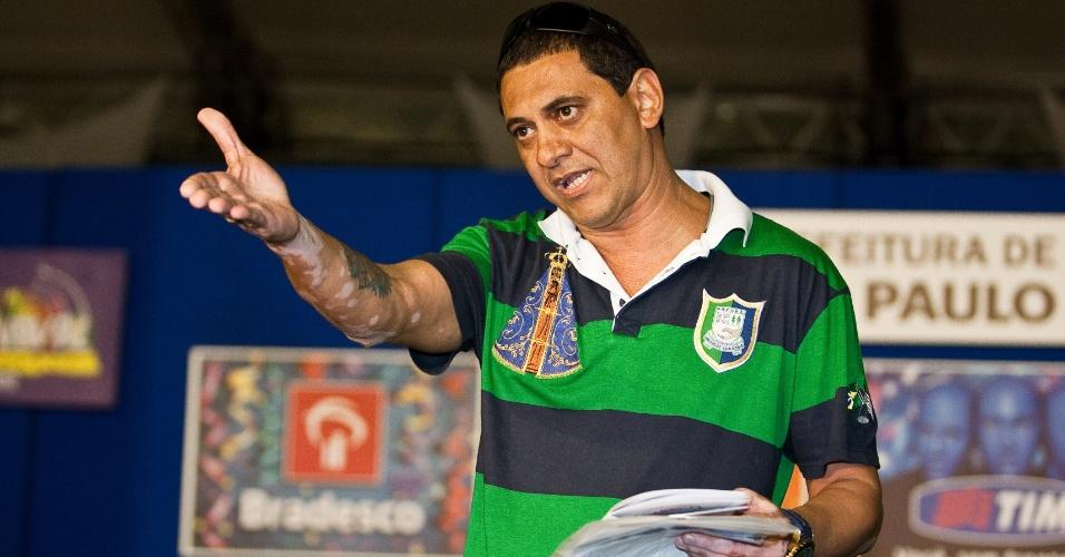 Paulo Sérgio Ferreira, presidente da Liga Independente das Escolas de Samba de São Paulo, anuncia a Mocidade Alegre como campeã do Carnaval 2012