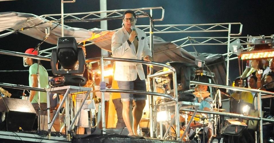 Xandy chama público para dançar ao som do Harmonia do Samba no circuito Barra/Ondina (21/2/12)