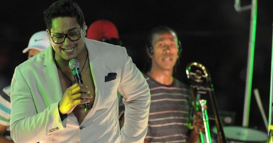 Xandy, do Harmonia do Samba, cantou no bloco Meu e Seu, no Barra/Ondina (21/2/12)