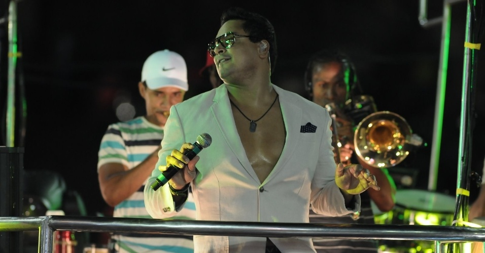 Xandy, do Harmonia do Samba, cantou no circuito Barra/Ondina na terça-feira de Carnaval (21/2/12)