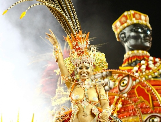 """Carro alegórico da Mocidade Alegre, que teve como enredo o livro """"Tenda dos Milagres"""" de Jorge Amado e foi a campeã do Carnaval 2012 (25/2/2012)"""