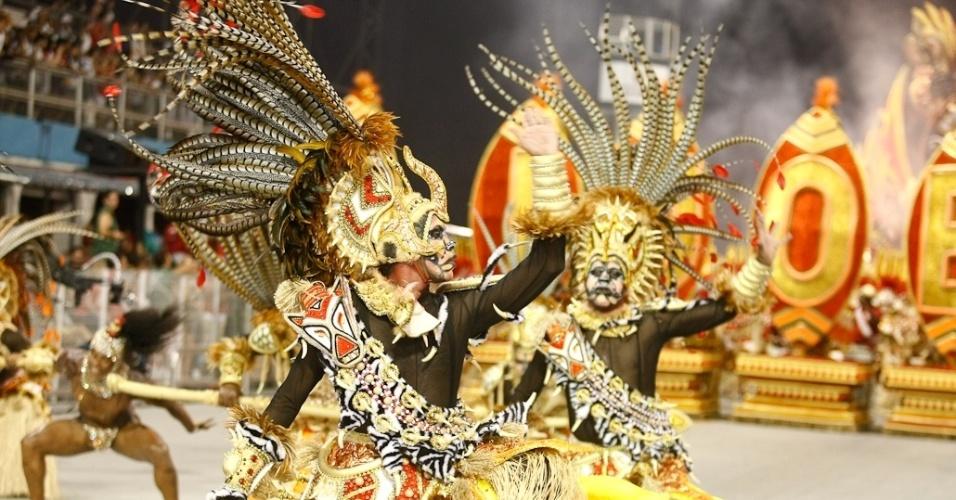 """Comissão de frente da Mocidade Alegre, que teve como enredo o livro """"Tenda dos Milagres"""" de Jorge Amado, foi a campeã do Carnaval 2012 (25/2/2012)"""