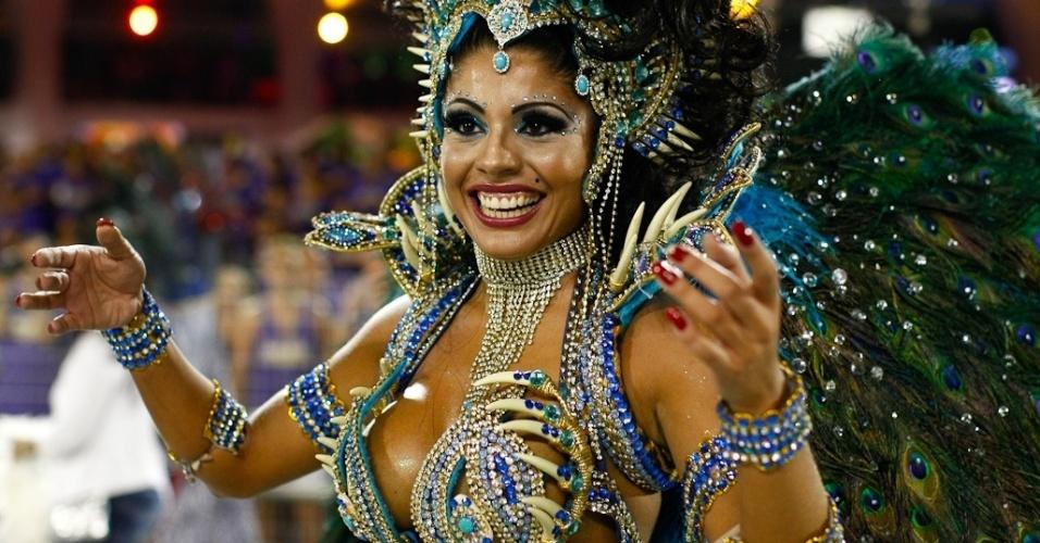 Débora Caetano, rainha de bateria da Nenê de Vila Matilde, no desfile das campeãs, no Anhembi, em São Paulo. A escola foi campeã do grupo de acesso e no ano que vem desfila no grupo especial (24/2/12)
