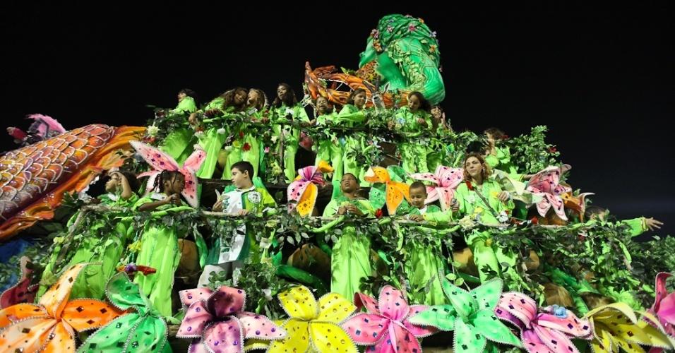 Detalhe de carro alegórico da Mancha Verde durante desfile das campeãs de São Paulo (25/2/2012)