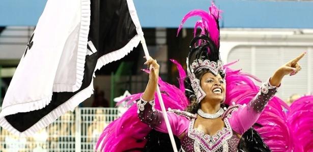 Porta-bandeira da Vai-Vai durante o desfile das campeãs de 2012. O samba-enredo da escolha homenageou as mulheres (25/2/12) - Alexandre Schneider/UOL